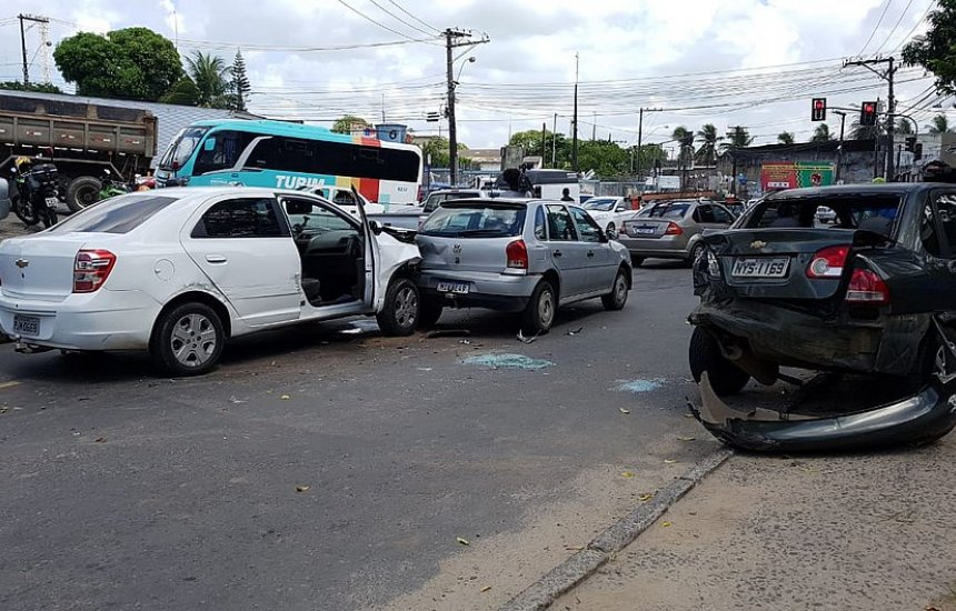 Motorista de aplicativo é morto e dois suspeitos são baleados em assalto