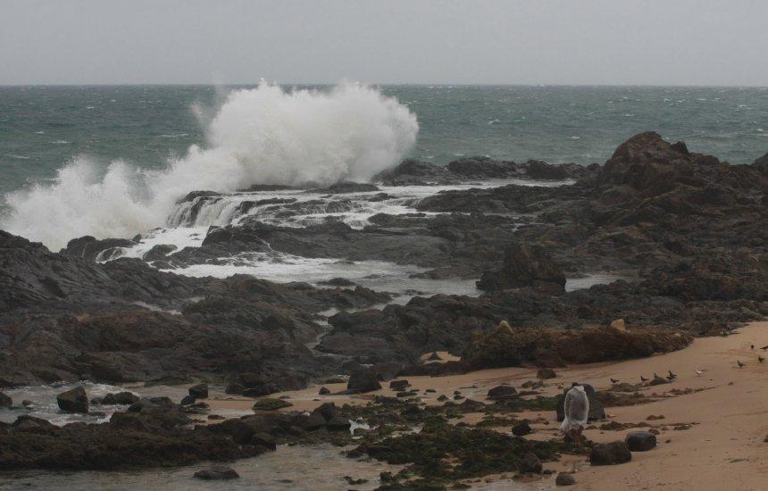 Marinha emite alerta de ressaca com previsão de ondas de até 5 metros