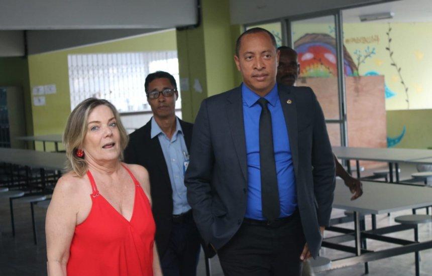[Deputado Jurailton Santos é contra o fechamento do Odorico Tavares]