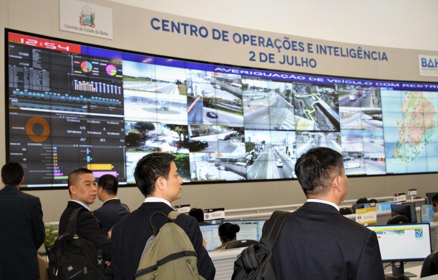 [Comitiva da China visita Centro de Operações e Inteligência da SSP]