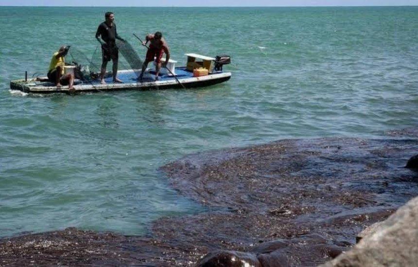 [Mais de 900 localidades foram atingidas por manchas de óleo no litoral]