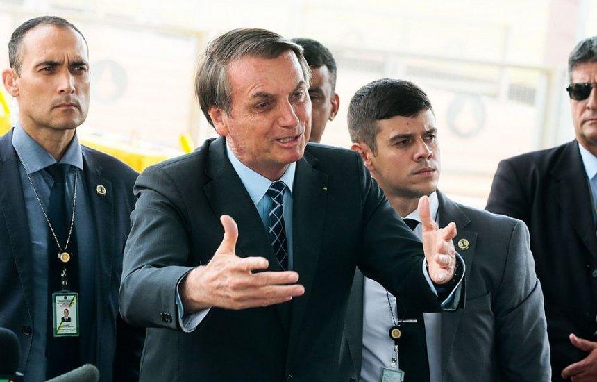 [Bolsonaro diz que sancionará nos próximos dias reforma dos militares]