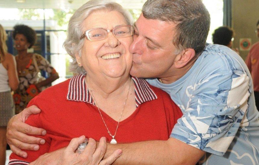 [Mãe do diretor Jorge Fernando morre aos 95 anos, 2 meses após o filho]