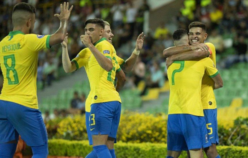 [Brasil perde chances, mas bate o Peru em estreia no pré-Olímpico]