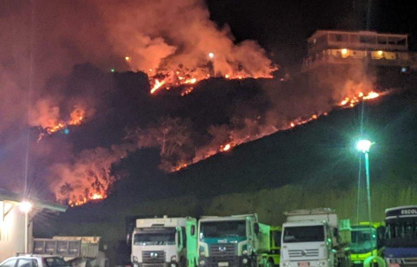 [Bahia: Incêndio atinge área de vegetação na cidade de Laje]