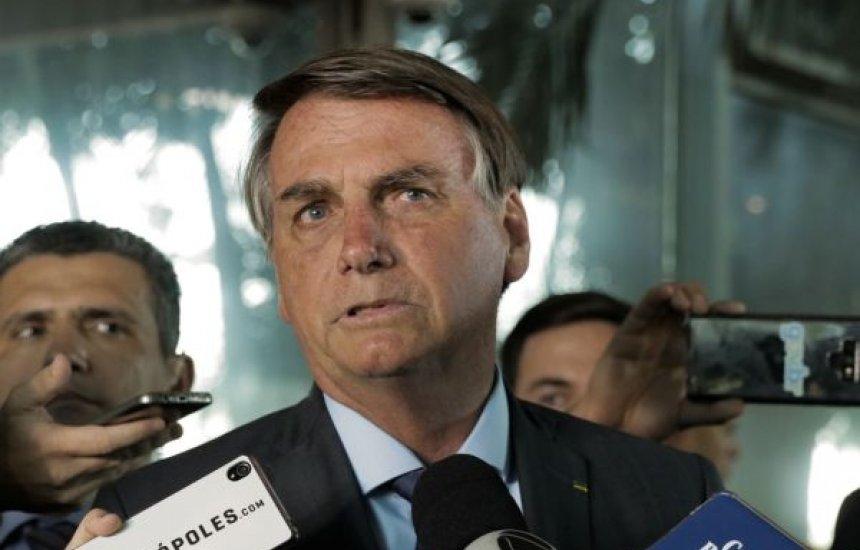 [Bolsonaro assina MP que eleva salário mínimo para R$ 1.045]