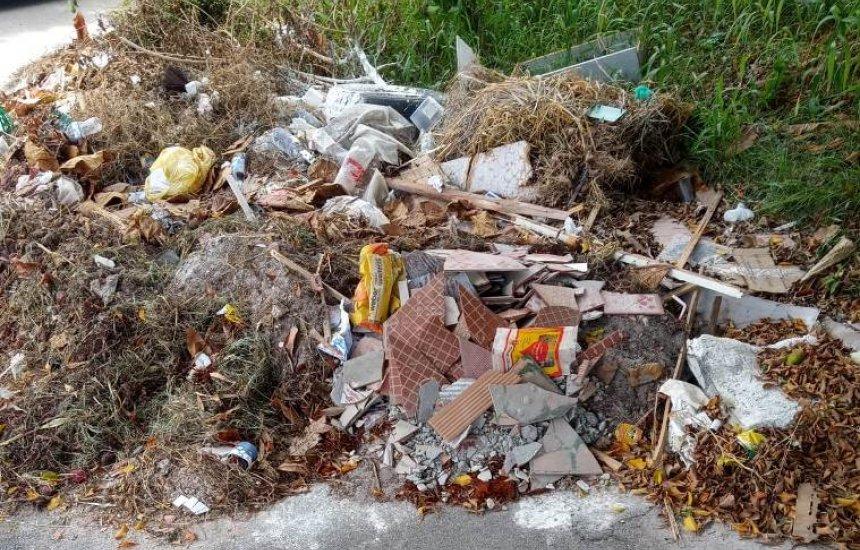 [Morador da Gleba A reclama de acúmulo de lixo]