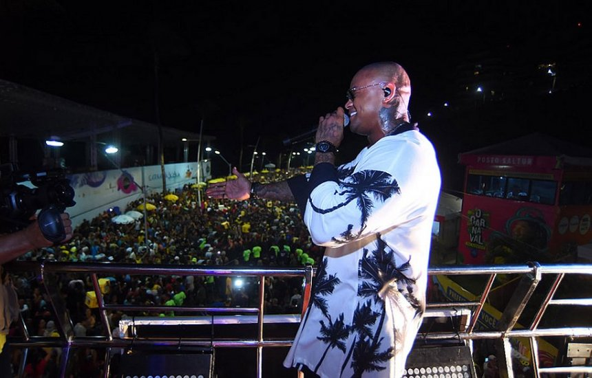 Com Léo Santana, Pipoco leva multidão às ruas: 'Dono do Carnaval'