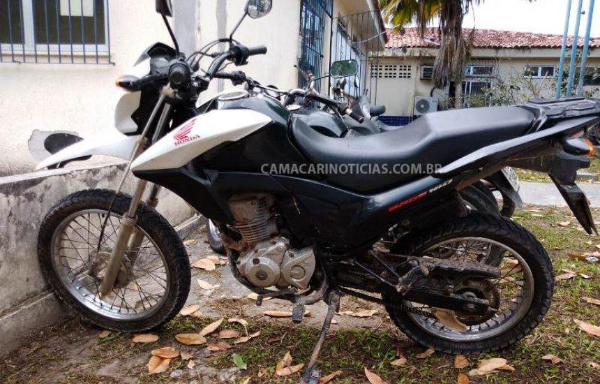 [Lama Preta: polícia recupera moto roubada; criminosos fugiram]