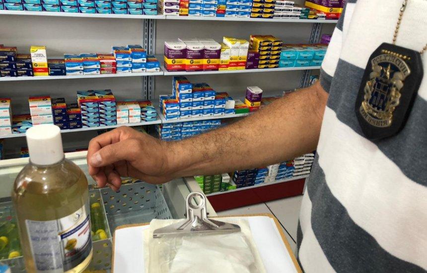 [Dois são detidos e comércios são flagrados vendendo álcool e máscaras com preços abusivos]