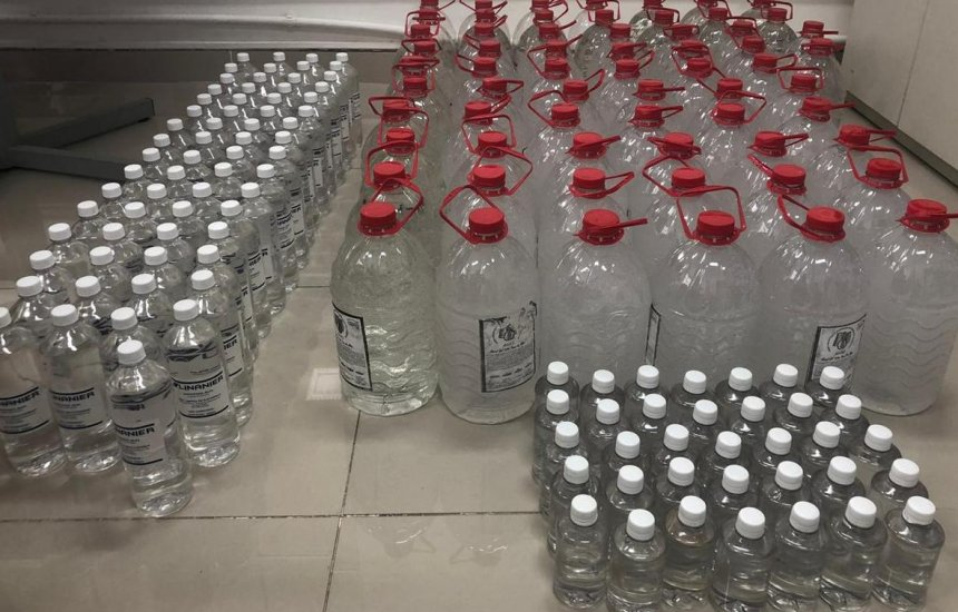 [Homem é preso com 440 litros de álcool em gel; material era vendido por até R$ 180]