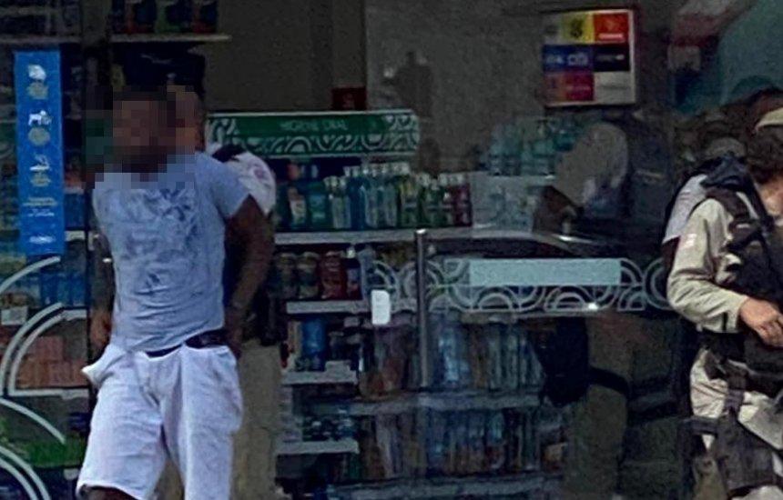 [Polícia Militar prende assaltante no centro de Camaçari]