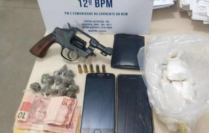 [Policiais do 12° BPM prendem trio com drogas e arma na Gleba C]