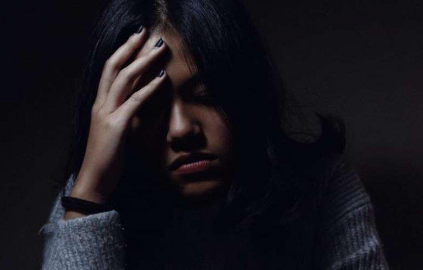 [Aprenda como aliviar os sintomas de transtornos causados pelo isolamento]