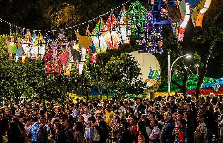 [12 cidades baianas cancelam festas de São João por causa do coronavírus]