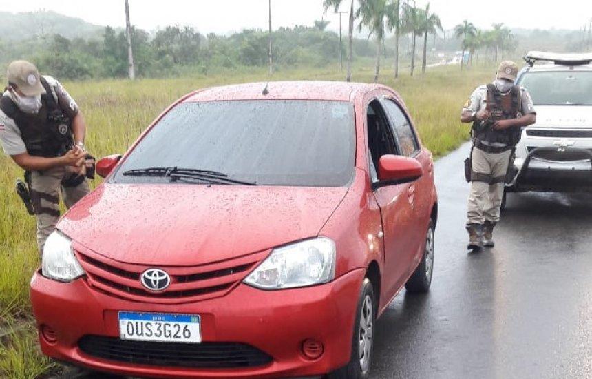 [Homem é encontrado morto a facadas dentro de carro em Camaçari]