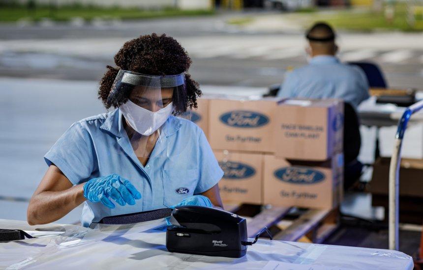 30 mil máscaras produzidas na Ford de Camaçari são entregues para o Governo da Bahia