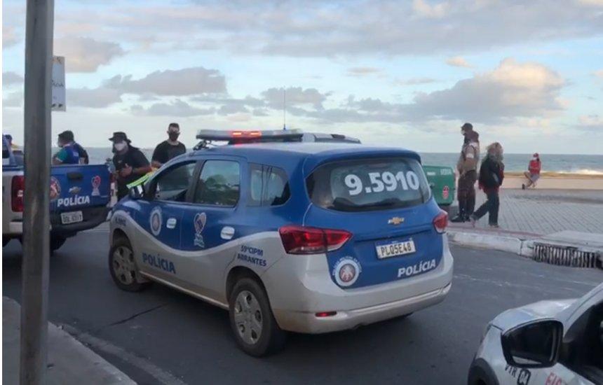 Polícia Militar e STT fazem operação de toque de recolher na orla de Camaçari