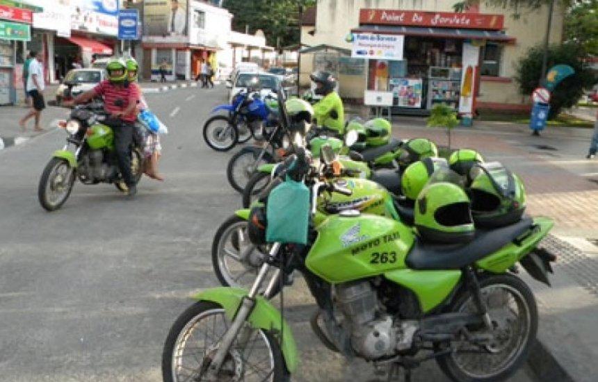 [Mototaxistas de Camaçari com cadastro desatualizado vão receber cesta básica]