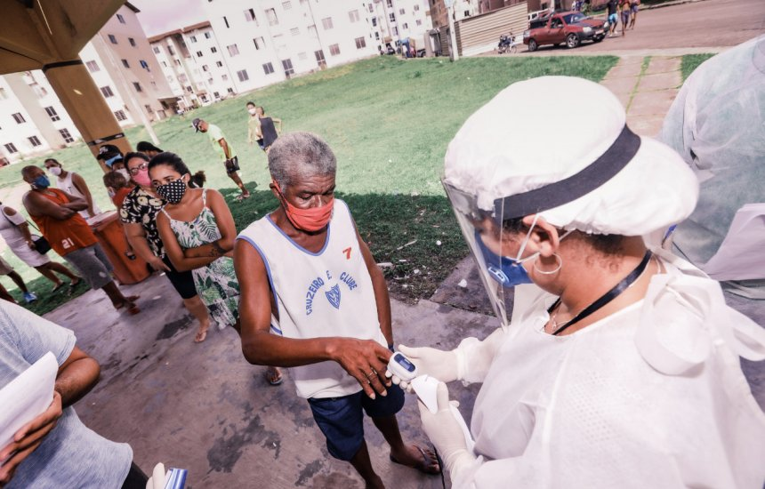 Coronavírus: Teste rápido é aplicado em moradores dos residenciais do Ponto Certo