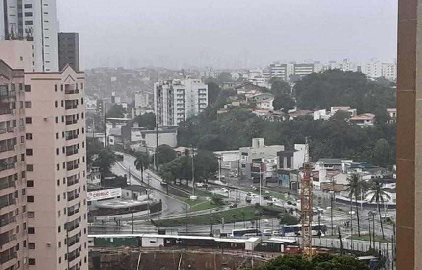 [Mau tempo: Chuva causa pontos de alagamento em pontos de Salvador]