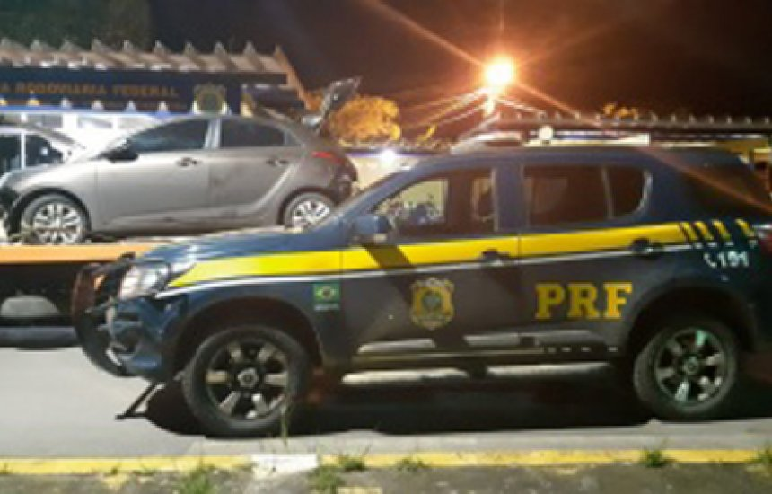 [PRF recupera dois veículos roubados em trechos da BR 101 em operação]