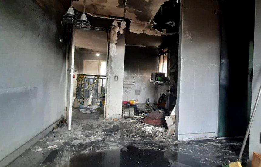 [Incêndio destrói apartamento de moradora de Abrantes; companhia elétrica e construtora se isentam]
