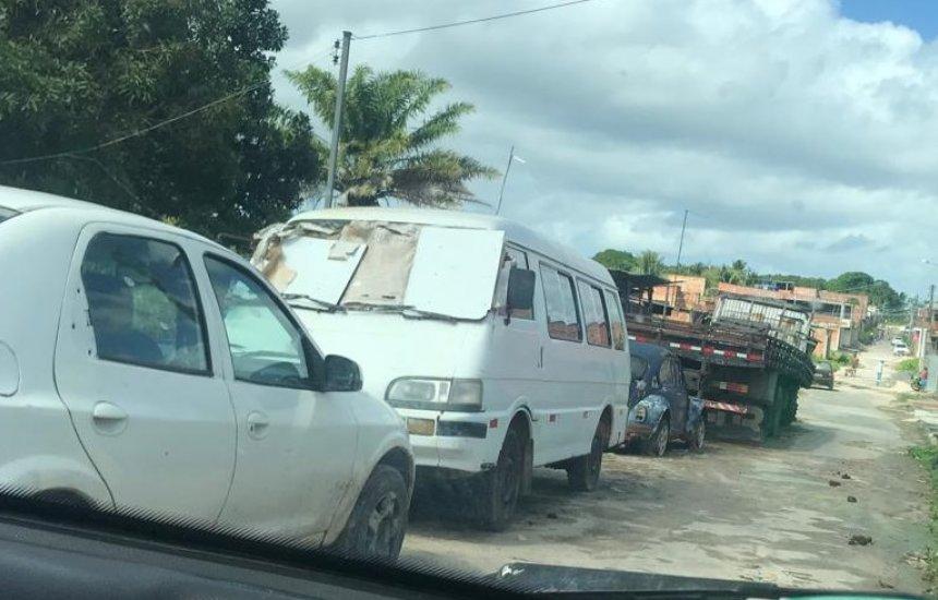 [Carros estacionados em rua impedem coleta de lixo no Verde Horizonte, diz morador]