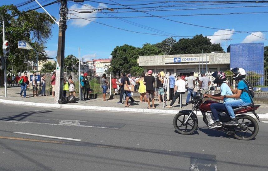 [Moradores de Camaçari enfrentam longas filas para retirar encomendas na agência dos Correios]