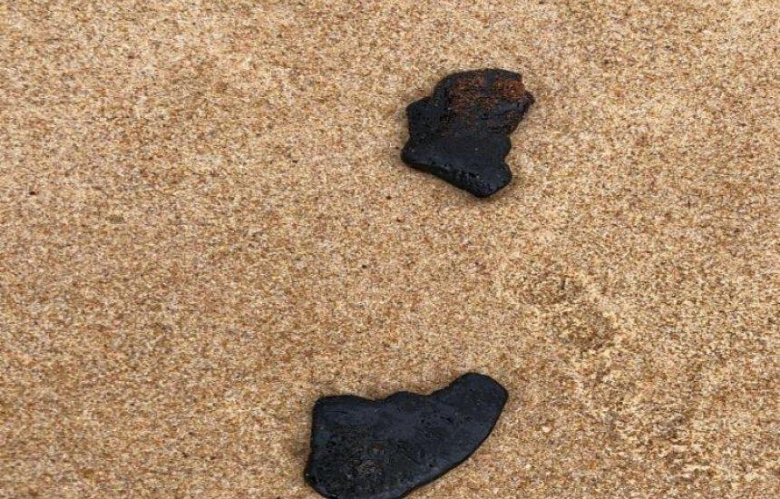 [Manchas de óleo são encontradas em Barra do Jacuípe]