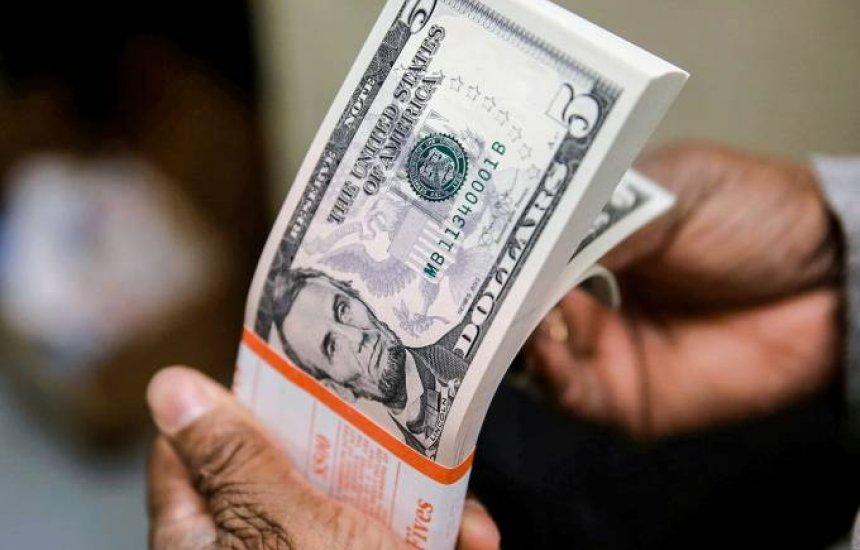 [Dólar vira para alta e é vendido por R$ 5,35]