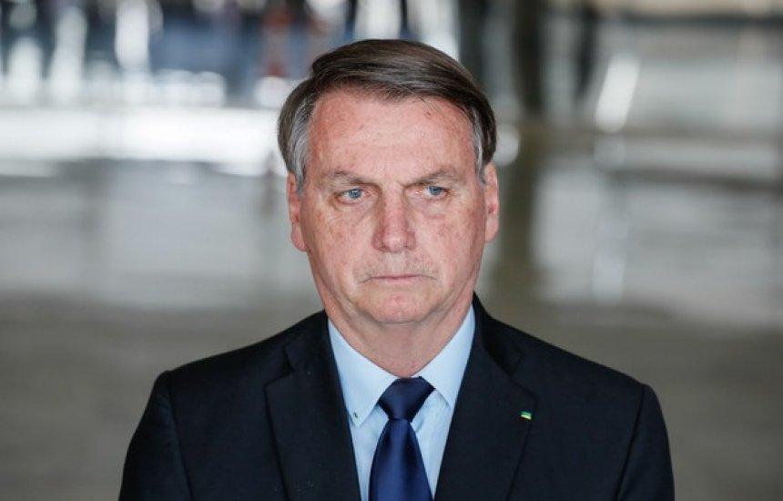 [Bolsonaro tira máscara durante anúncio de Covid-19, e infectologista aponta risco de transmissão]