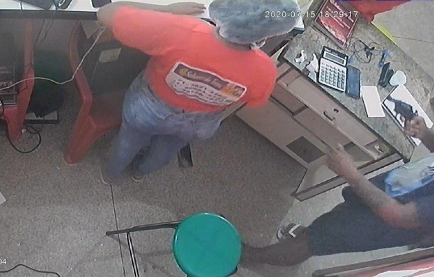 Bandidos assaltam pizzaria no Phoc III e um deles é morto em confronto com a polícia