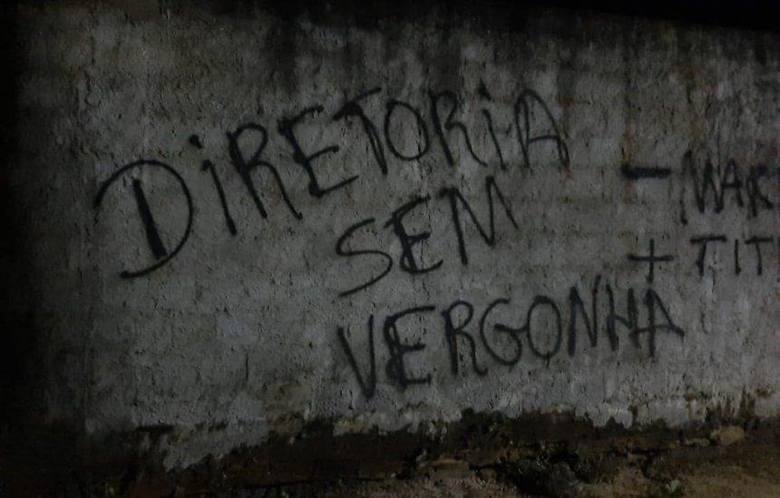 [CT do Bahia é alvo de pichações após maus resultados]