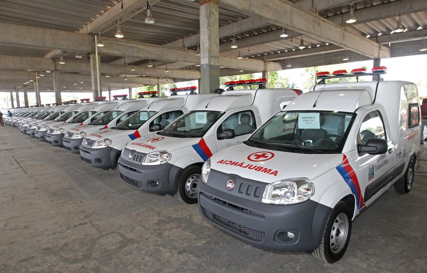 [Com o investimento R$ 5 milhões, Rui entrega 74 ambulâncias para municípios baianos]