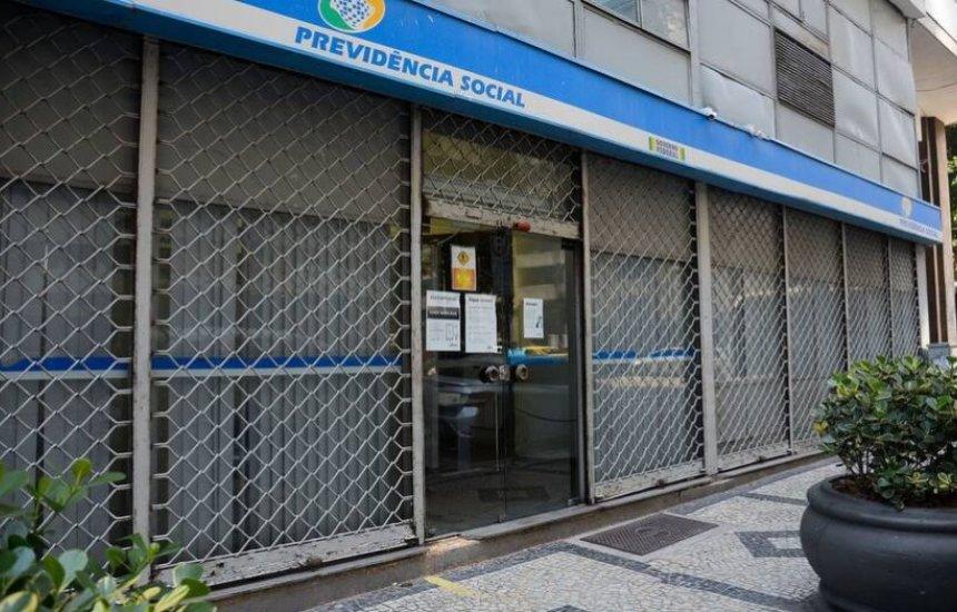 [Impasse entre peritos médicos e INSS deixa um milhão sem atendimento]