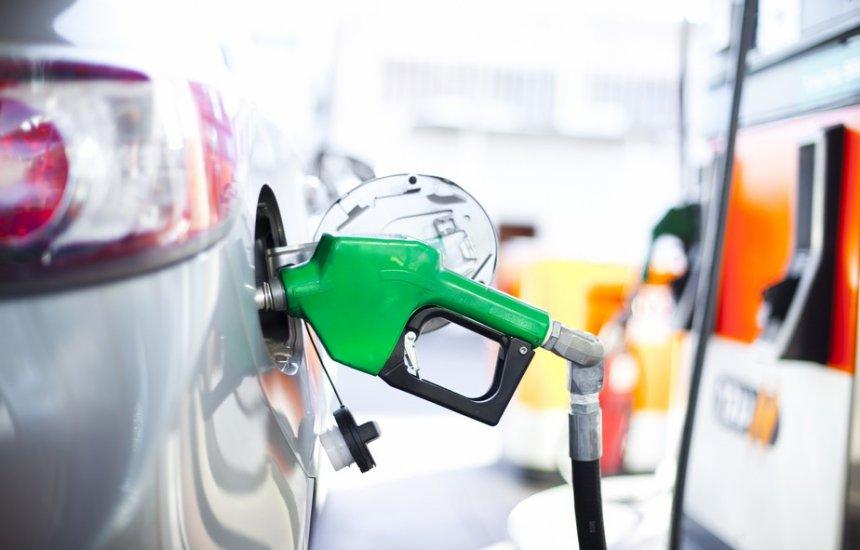 [Petrobras aumenta em 4% o preço da gasolina nas refinarias]