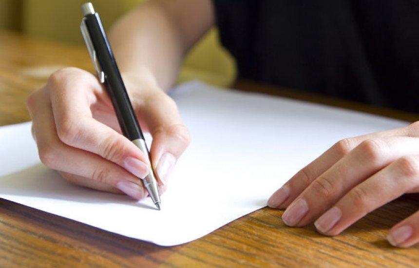 Inep abre inscrições para corretores de redações do Enem; saiba como participar
