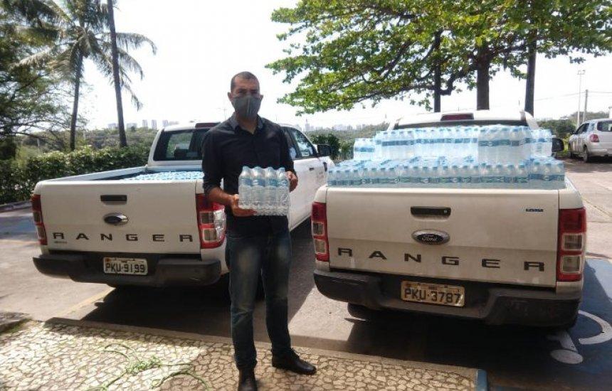 [Governo beneficia unidades de saúde da RMS com água mineral e mais de 3 mil litros de álcool]