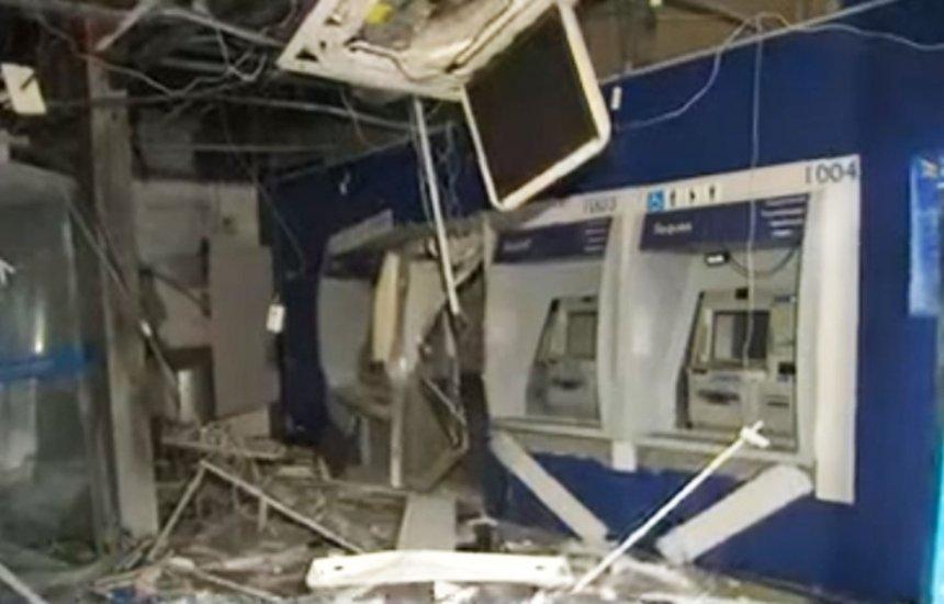 [Grupo explode caixas e agência bancária fica destruída no bairro do Retiro]