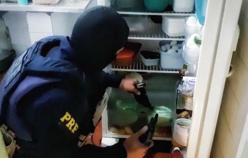 [Operação do MP cumpre mandados de prisão temporária contra policiais suspeitos de fazerem parte de milícia na BA]