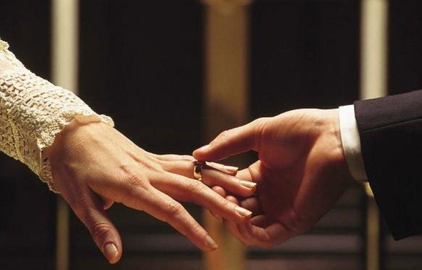 [Projeto permite retomar o nome e o estado civil de solteiro em caso de divórcio ou viuvez]
