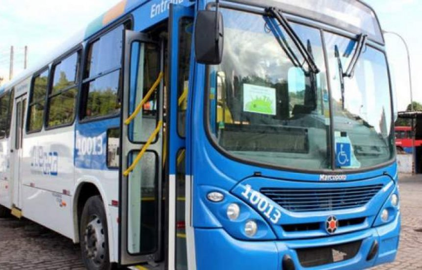 [Três ônibus são assaltados em Salvador nesta terça; um passageiro fica ferido]