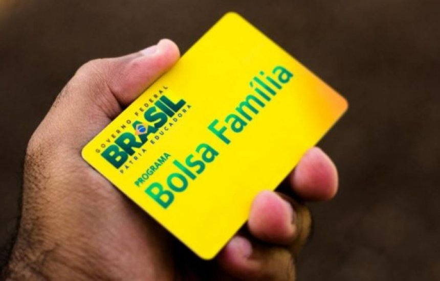 [Bolsa Família será mantida após Bolsonaro abandonar projeto Renda Brasil]