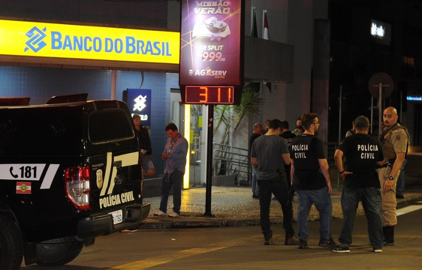 [Assalto em Criciúma: polícia continua à procura de suspeitos do maior roubo de Santa Catarina]