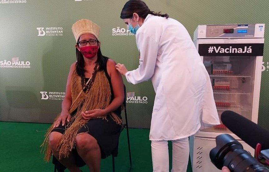 [Baiana, primeira indígena vacinada pede: 'confiem na ciência, tomem a vacina']