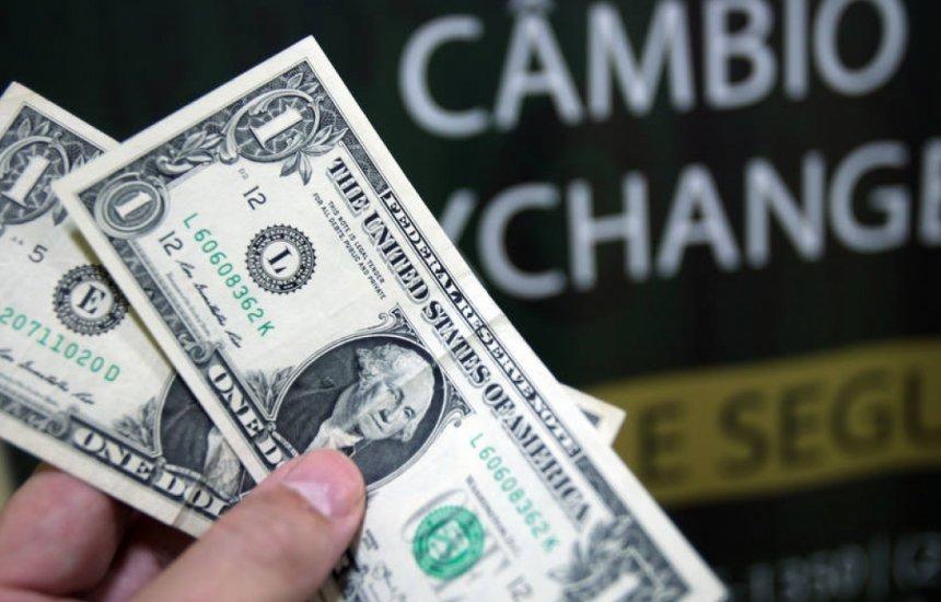 [Dólar à vista opera em alta, acima de R$ 5,50, em dia de B3 fechada]