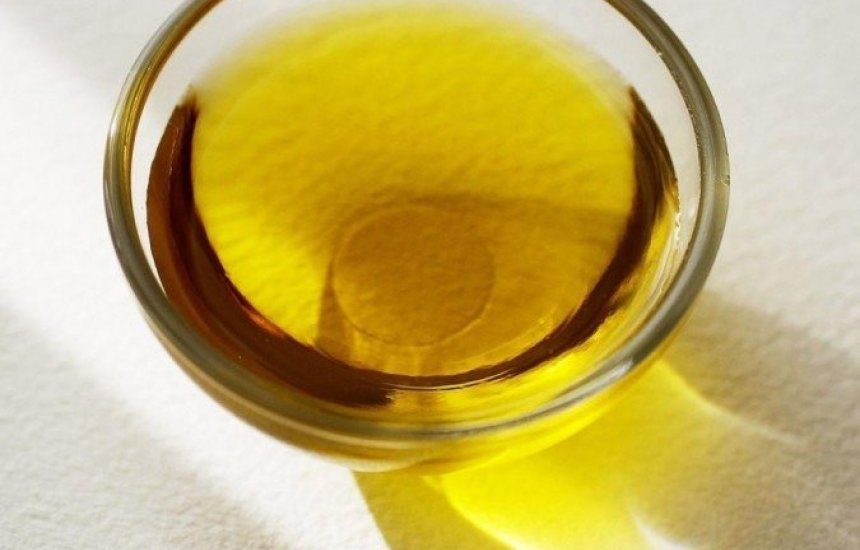 [Ministério descarta 41 mil garrafas adulteradas de azeite de oliva no Nordeste]