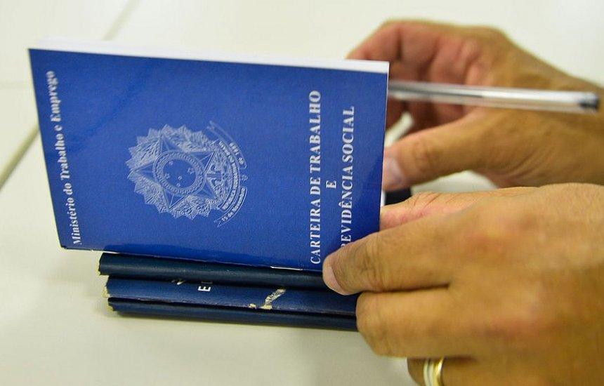 [Taxa de desemprego fica em 13,9% no trimestre até dezembro, afirma IBGE]