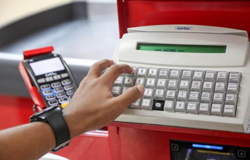 [Estudantes matriculados na rede estadual da Bahia voltam a receber vale de R$ 55]